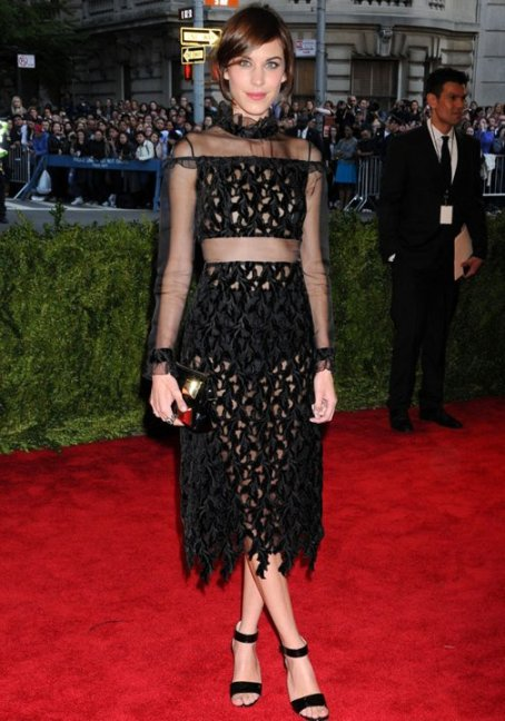 alexa-chung-met-ball-2013-costume-institute-gala-red-carpet-fashion-pictures-07-05-2013-jpg_100147